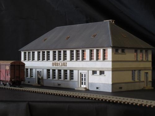 Bâtiment administratif de depôt – Echelle HO