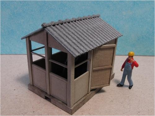 Une nouvelle cabine d'aiguillage (toit à 2 pans fibrociment) Echelle HO