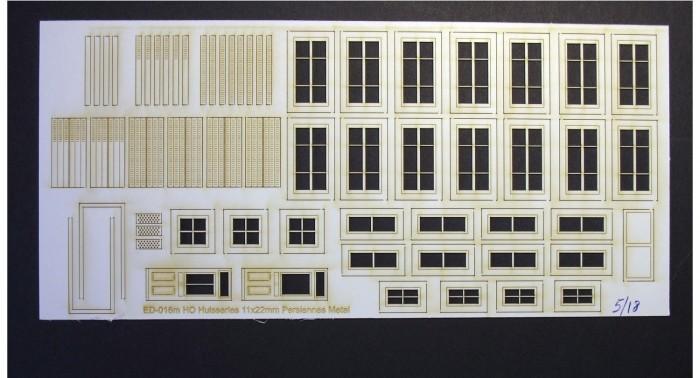 Fenêtres, volets et portes pour maison de ville (moyenne) – Echelle HO