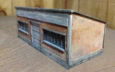 Lampisterie / petit bâtiment de stockage briques ou crépi – Echelle HO